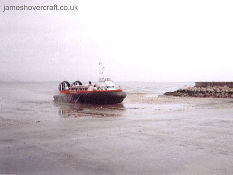 AP1-88 hovercraft - Freedom 90 arriving at the then enlarged Ryde slipway on the Isle of Wight at low tide (Photo: David Ingham)