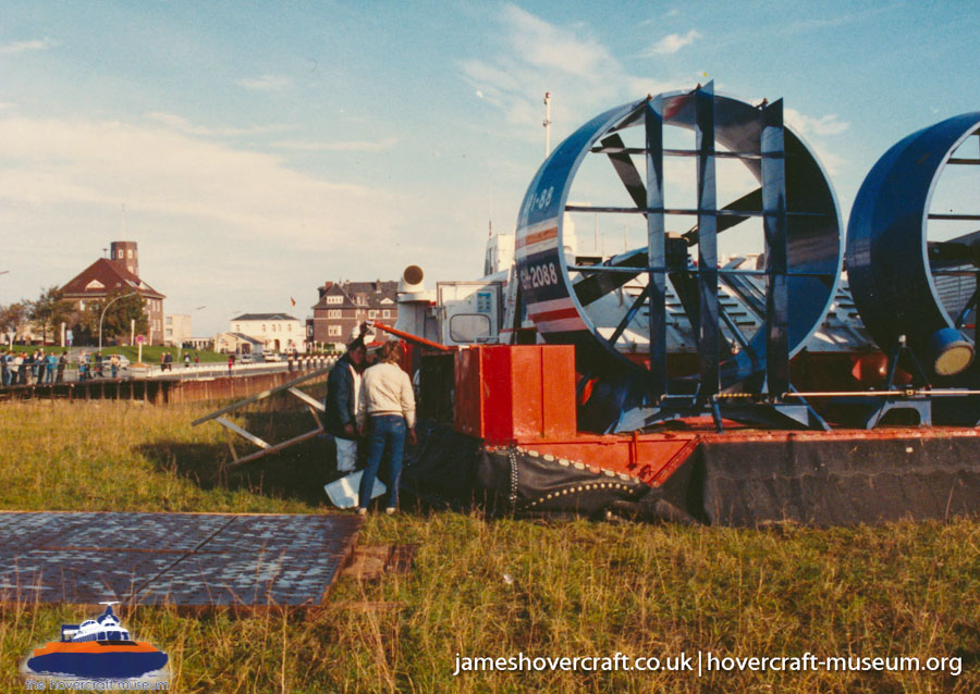 AP1-88 hovercraft promotional day by BHC -   (The <a href='http://www.hovercraft-museum.org/' target='_blank'>Hovercraft Museum Trust</a>).