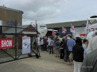 Walking around at the 2009 Hovershow - The queue to get in! (James Rowson).