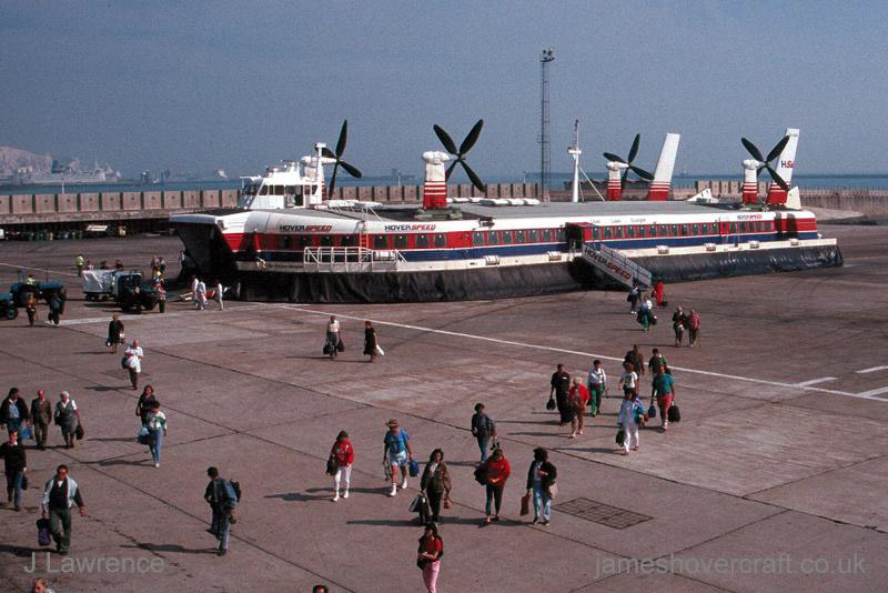 The SRN4 with Hoverspeed in Dover - Mk III The Princess Margaret (GH-2006) arriving, passengers leaving (Pat Lawrence).