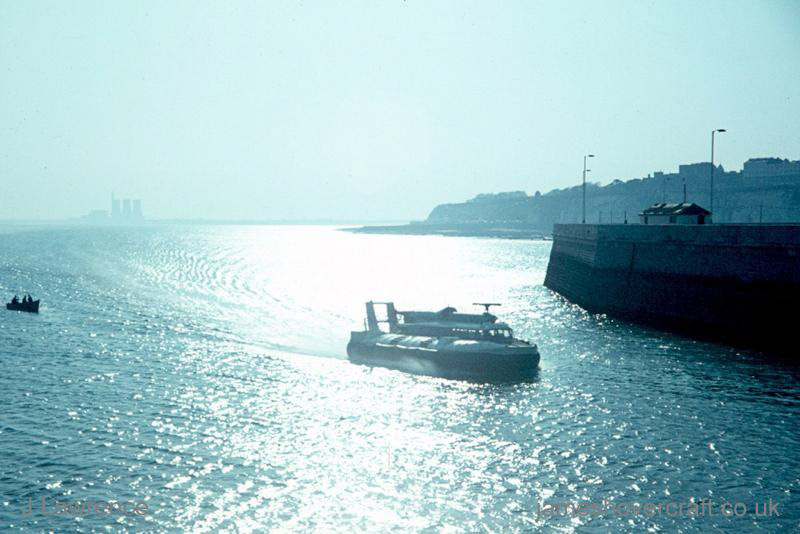 The SRN6 with Hoverlloyd - Entering Ramsgate harbour (Pat Lawrence).