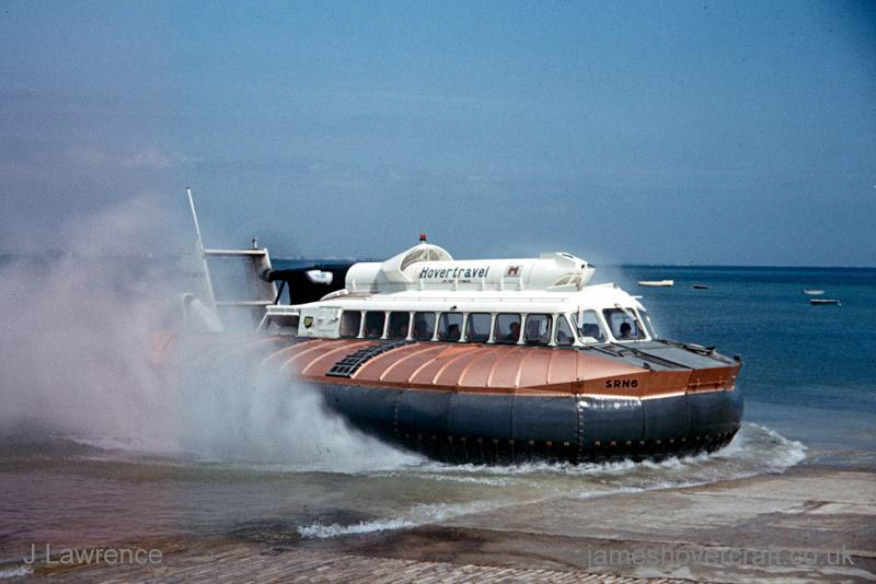 The SRN6 with Hovertravel - Approaching the Ryde slipway (Pat Lawrence).