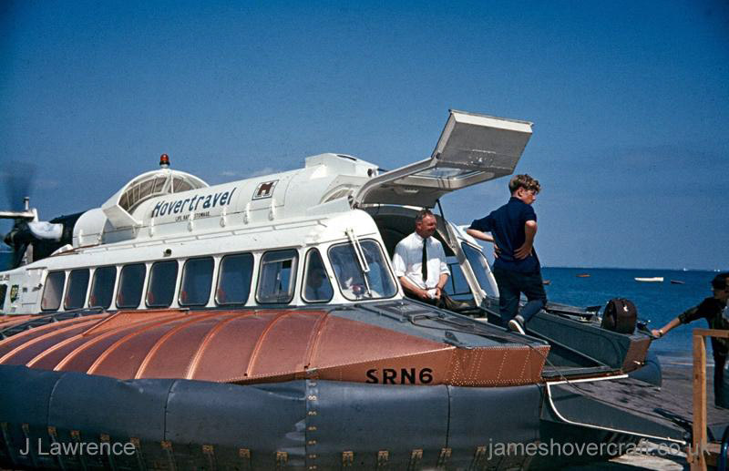 The SRN6 with Hovertravel - Disembarking passengers (Pat Lawrence).