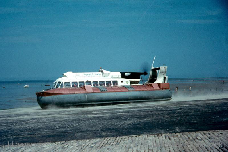 The SRN6 with Hovertravel - Departing Ryde (Pat Lawrence).