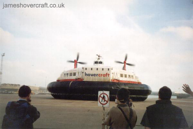 The last days of the SRN4 cross-channel service with Hoverspeed - The Princess Anne (GH-2006) arriving at Dover (Thomas Loomes).